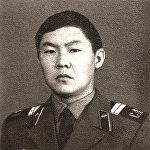 Коопсуздук боюнча мурунку вице-премьер Токон Мамытов 1972-1942-жылдары Чехославакияда Калинин атындагы Ропшин дивизиясынын зениттик-ракета полкунда кызмат өтөгөн