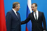Белоруссиянын премьерижана Россия өкмөтүнүн башчысы Дмитрий Медведев Бишкекте өтүп жаткан Евразиялык өкмөттөр аралык кеңешинин жыйынында