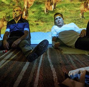 Актеры Джонни Ли Миллер и Эван МакГрегор в сцене из фильма На игле-2. Архивное фото