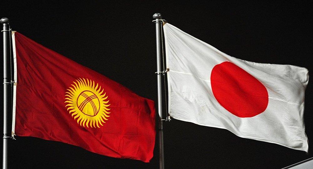 Флаги Кыргызстана и Японии. Архивное фото