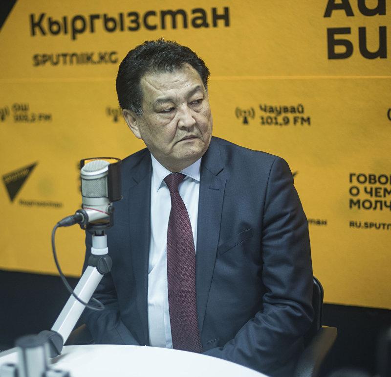 Министр здравоохранения Кыргызстана Талантбек Батыралиев во время интервью Sputnik Кыргызстан