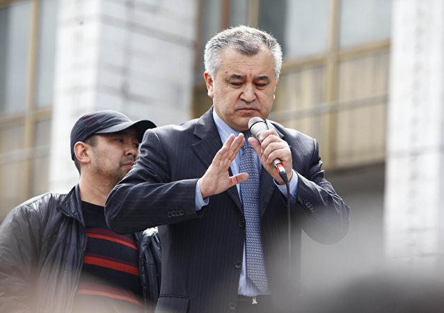 Архивное фото депутата Омурбека Текебаева
