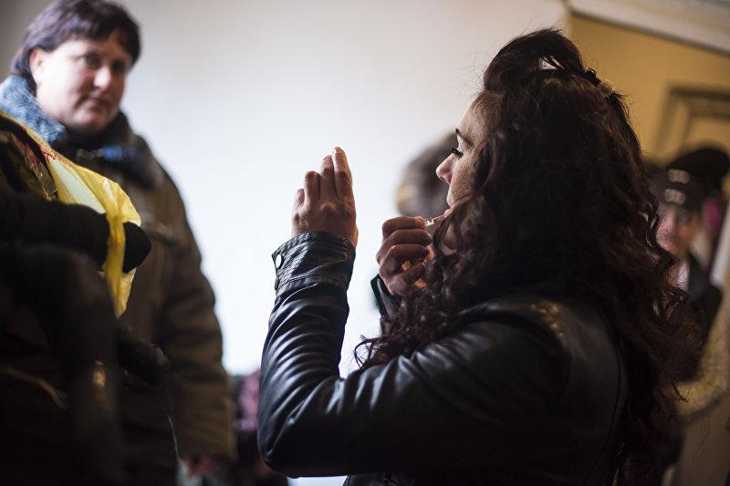 Участница конкурс красоты и талантов среди осужденных в женской колонии №2 под Бишкеком во время подготовки