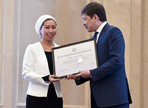 Благодарственное письмо ОТ президента Алмазбека Атамбаева ИА и радио Sputnik Кыргызстан