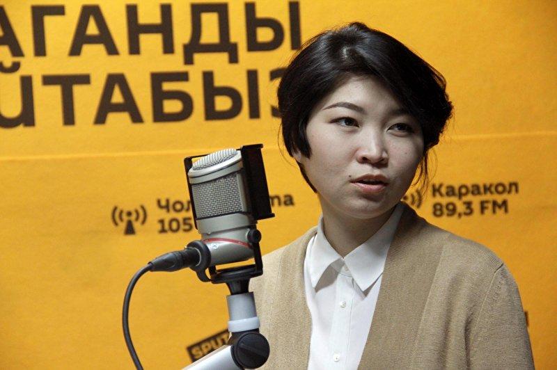 Волентер Айгерим Тургунбаева во время интервью Sputnik Кыргызстан