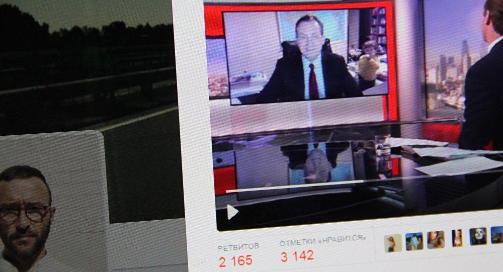 Эксперт по корейским странам, профессором Пусанского национального университета Роберт Келли во время прямого эфира BBC. Фото со страницы твиттер пользователя Tony Brown