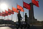 Пекиндеги кытай полиция кызматкерлери. Архивдик сүрөт