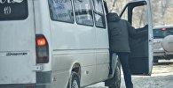 Маршрутное такси на одной из улиц Бишкека. Архивное фото