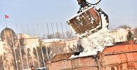 Специальная техника Тазалыка убирает снег в Бишкеке. Архивное фото