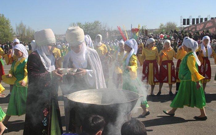 Торжественные мероприятия к празднику Нооруз на центральной площади города Ош