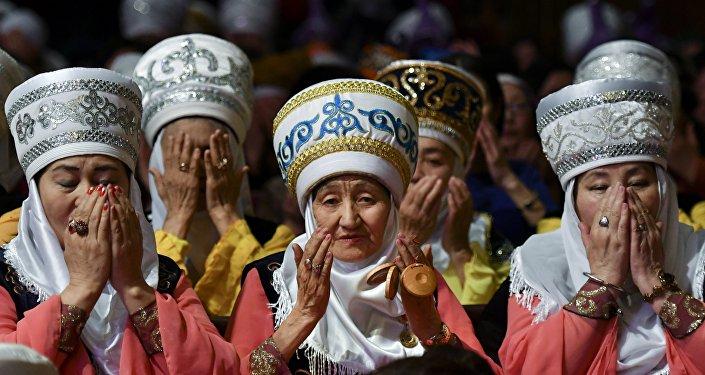 Праздничное мероприятия Тысяча женщин в ак-элечеке — 2017 в Бишкеке