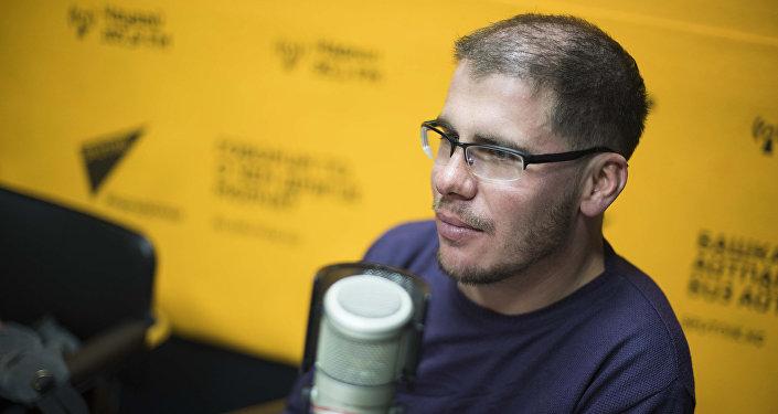 Эколог, исполнительный директор ОФ Инициатива АрчА Дмитрий Ветошкин во время интервью Sputnik Кыргызстан