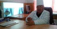 Рентгенолог Мамасалы Исламбековдун архивдик сүрөтү