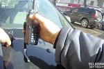 Сбил милиционера и провез на капоте — видео с нагрудного жетона инспектора