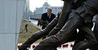 Президент Кыргызской Республики Алмазбек Атамбаев почтил память погибших во время Аксыйских событий 2002 года.