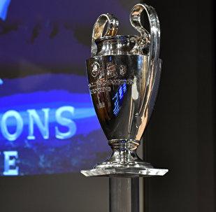 Кубок Лиги Чемпионов УЕФА перед церемонией четвертьфинального розыгрыша для футбольного турнира Лиги чемпионов УЕФА в штаб-квартире УЕФА в Ньоне. 17 декабря 2017 года