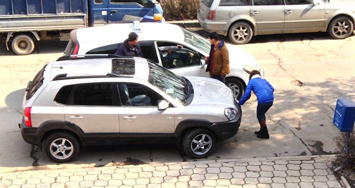 Соцэксперимент Девушке плохо — повезут ли таксисты бесплатно в больницу?