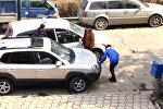 Соцэксперимент: ооруканага жете албай жаткан кызды таксисттер бекер алып барабы?