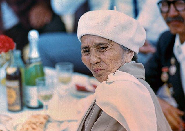 Кыргыз Республикасынын Эл баатыры Сабира Күмүшалиеванын архивдик сүрөтү