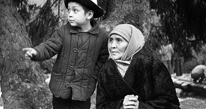 Кыргыз эл баатыры Сабира Күмүшалиеванын архивдик сүрөтү