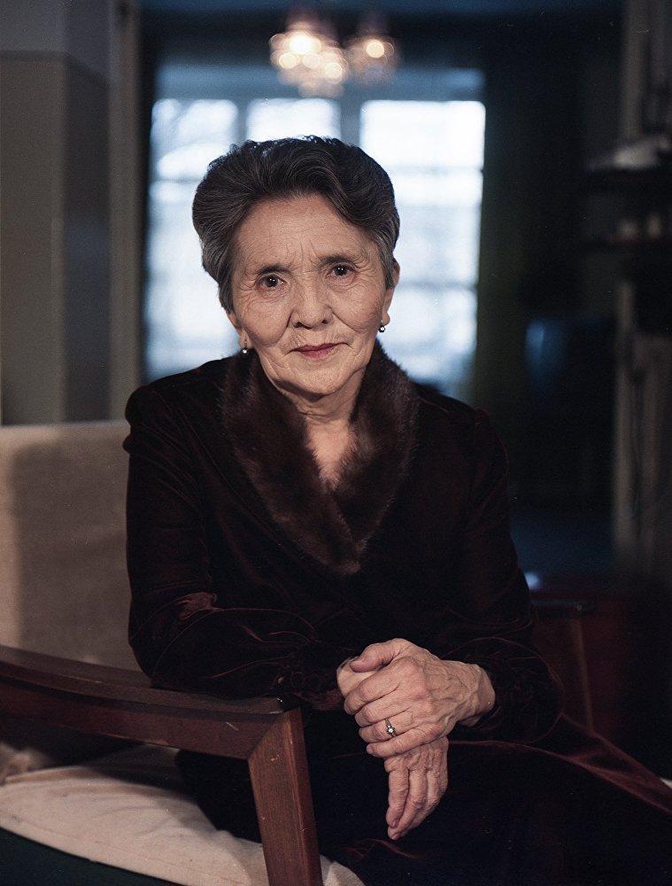 Кумушалиева посвятила театру и кино 73 года жизни, воссоздав более ста образов.