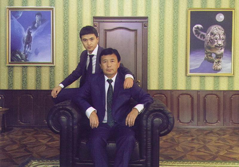 Посол Кыргызстана в Турции Ибрагим Жунусов с сыном. Архивное фото