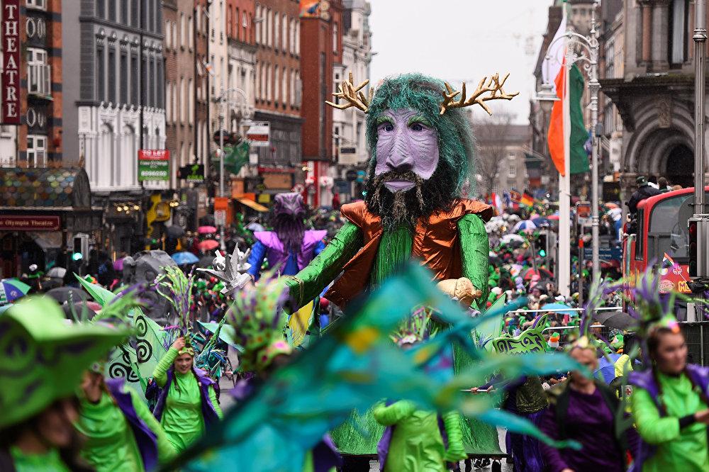 Ирландиянын Дублин шаарындагы Ыйык Патрик күнүнө карата парад