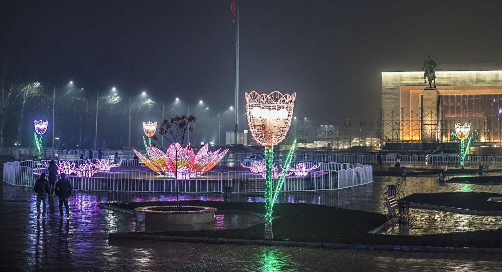 Оформление площади Ала-Тоо к празднованию Нооруза