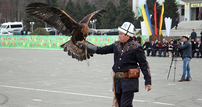 Мэр южной столицы Айтмамат Кадырбаев, депутаты городского кенеша, а также зрители поблагодарили участников за показательные выступления.