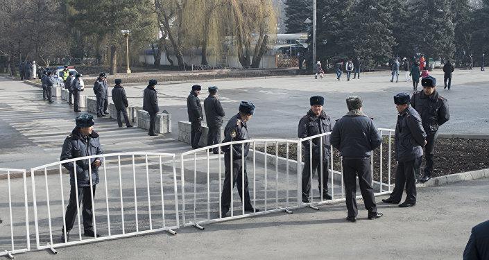 Во вторник в Кыргызстане празднуется Нооруз — день весеннего равноденствия. Основные мероприятия проходят на центральной площади столицы.