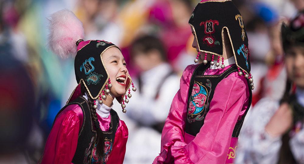Смеющиеся девочки. Архивное фото