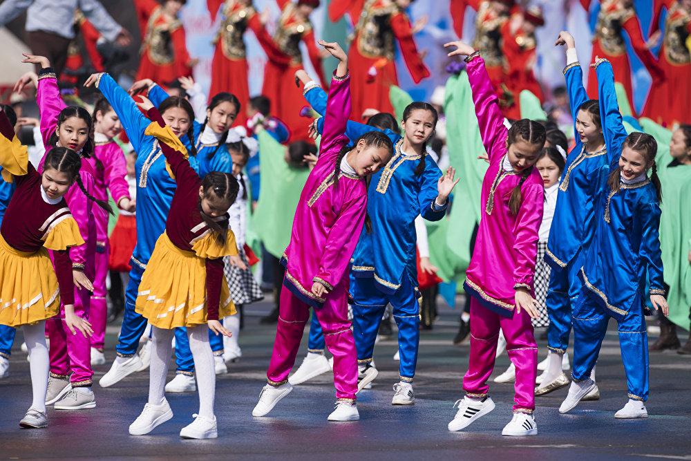 Театральное представление с участием танцевальных коллективов Бишкека…