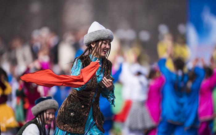 Празднование Нооруза на площади Ала-Тоо в Бишкеке