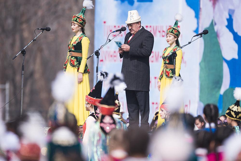 Жителей Бишкека поздравил мэр города Албек Ибраимов