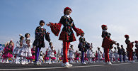 Участницы праздничного концерта на площади Ала-Тоо в Бишкеке. Архивное фото