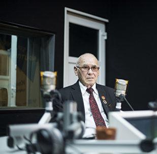 Нейрохирург, профессор Миталип Мамытов маек учурунда