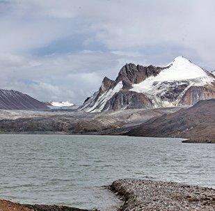 Ледниково-моренно-озерный комплекс Петрова. Архивное фото
