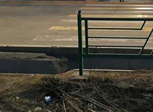 Пешеходный переход на улице Шабдан Баатыра в Бишкеке, в микрорайоне Улан-2
