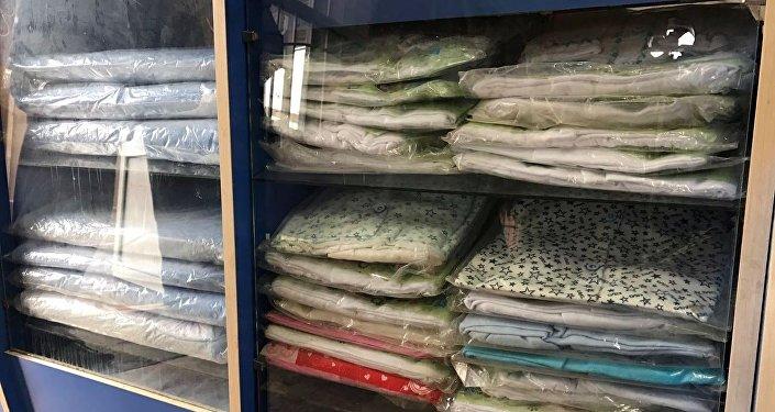 Часть одежды в магазине новая. Комиссия уже определила, кто нуждается в  помощи, и ca05ee492b9