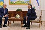 Президент Казахстана Нурсултан Назарбаев во время встречи с главой Узбекистана Шавкатом Мирзиёевым в Астане