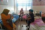 Пациенты в Ошском городском родильном отделении
