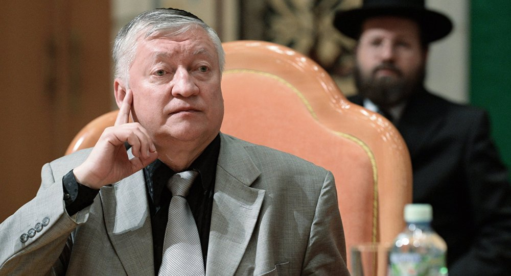 Кыргызстанга шахмат боюнча дүйнөнүн 12-чемпиону Анатолий Карповдун архивдик сүрөтү