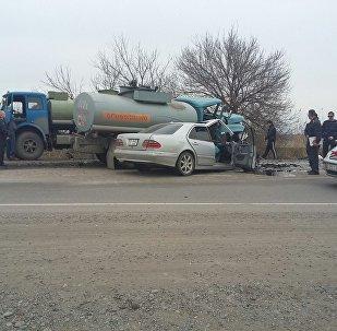 ДТП с участием бензовоза и легковой автомобили в районе ГЭС-5