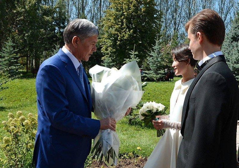 Президент Кыргызской Республики Алмазбек Атамбаев в день свадьбы дочери Алии Шагиевой. 27 августа 2016 года, город Бишкек