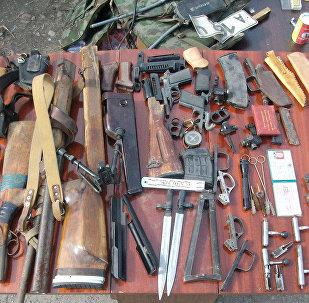 Изъятые сотрудниками ГУБОП МВД в ходе спецоперации оружия, боеприпасы и взрывные устройства