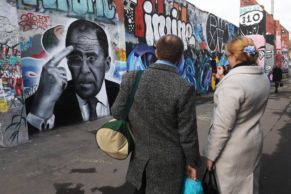 От Путина до мистера Бина — граффити знаменитостей на домах и стенах