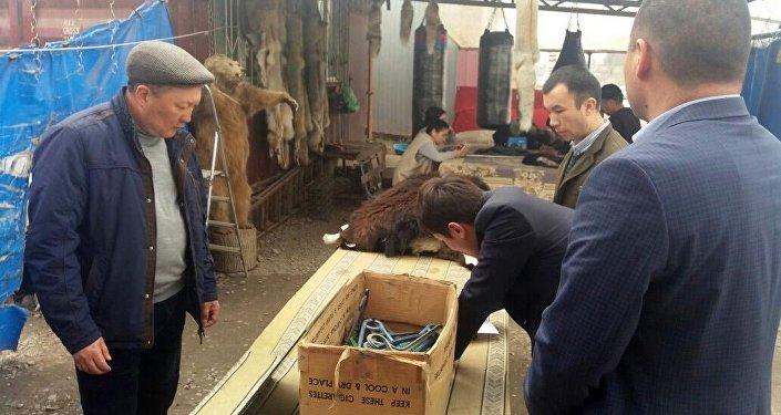 Чучело редкого тянь-шаньского медведя продавали на рынке в Бишкеке
