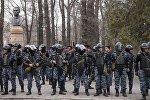 Милиция менен тиреше кеткенден кийин укук коргоо органдарынын өкүлдөрү 68 митингчини кармаган