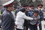 Садыр Жапаровдун митингге чыккан тарапташтарынын 68си кармалды