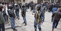 Сотрудники МВД охраняют порядок в городе. Архивное фото